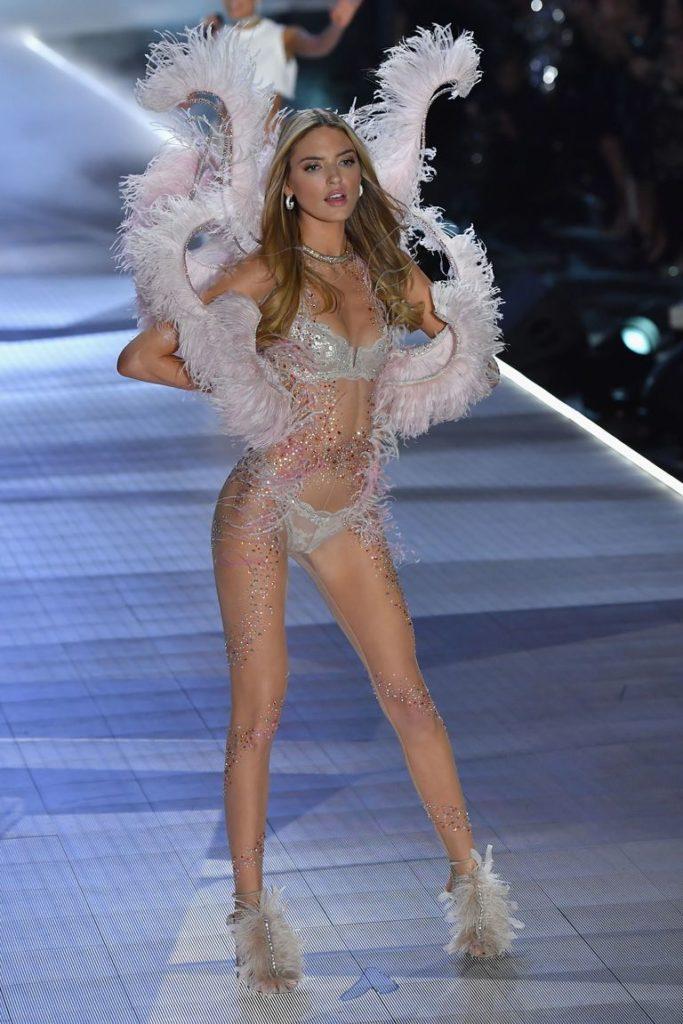 Victoria's Secret Fashion show 2018 - victoria secret - fashion show - victoria secret fashion show - victorias secret fashion show - victoria secret outfits - model-martha-hunt-walks-the-runway-at-the-2018-victorias-news-photo