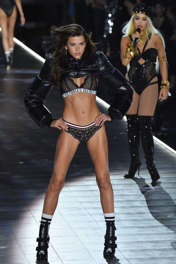 Victoria's Secret Fashion show 2018 - victoria secret - fashion show - victoria secret fashion show - victorias secret fashion show - victoria secret outfits - new-zealand-model-georgia-fowler-walks-the-runway-at-the-news-photo